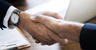 Courtier en assurance décennale : avantages et inconvénients