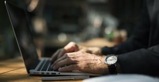Pourquoi comparer en ligne les assurances dommages ouvrage avant de signer ?